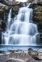 Cascade dans un parc national espagnol ordesa et monte perdido