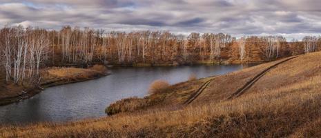 motif d'automne sur le lac.