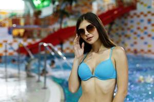 fille dans un parc aquatique