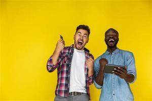 deux amis excités photo
