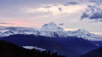 Vue sur la chaîne de montagnes des Annapurna, Népal