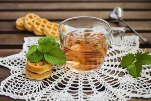 thé aux fruits et gaufrettes molles