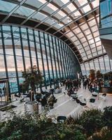 personnes non identifiées dans le skygarden à Londres, Royaume-Uni