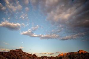 coucher de soleil sur un désert de l'Arizona photo