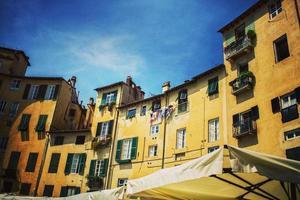 Lucca, Toscane, Italie. 2020 - Piazza dell Anfiteatro pendant la journée
