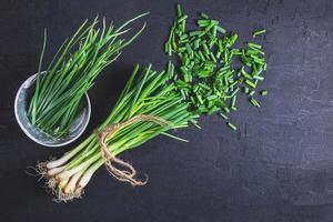 oignons verts frais coupés