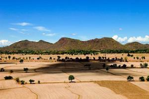 beau paysage naturel terre et montagne voir vue de haut photo