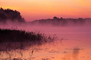 lever de soleil sur le lac photo