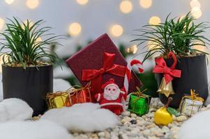 fond de Noël avec des coffrets cadeaux miniatures photo
