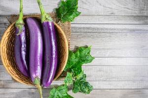 aubergine dans un panier