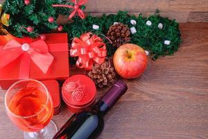cadeaux de Noël avec du vin photo