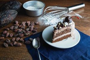 gâteau au chocolat sur la table photo