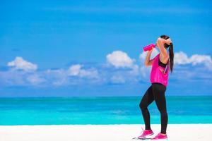 femme, eau potable, sur, a, pause exercice photo