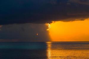 averse au coucher du soleil