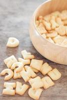 biscuits alphabet dans un bol