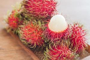 fruits de ramboutan frais