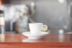 tasse de café dans un café