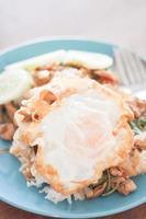 porc frit et un œuf photo