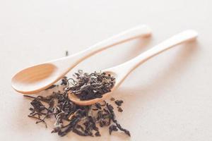 thé avec cuillères en bois