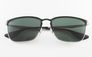 lunettes de soleil isolés sur fond blanc