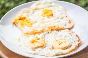 assiette d'œufs au plat