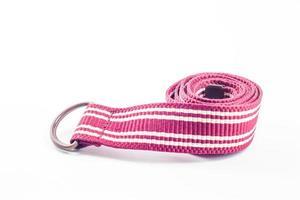 ceinture rose sur fond blanc photo