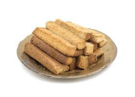 assiette de bâtonnets de pain grillé