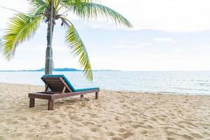 fond de chaise de plage île paradisiaque photo