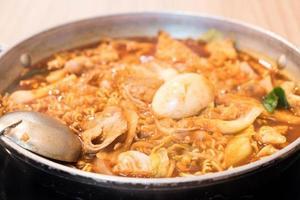 tokpokki - cuisine traditionnelle coréenne, style hot pot photo