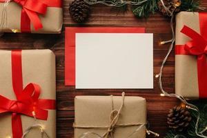 carte de voeux joyeux noël et maquette d'enveloppe