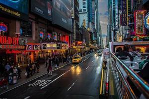 paysage urbain sous la nuit