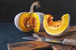 citrouille coupée en deux photo
