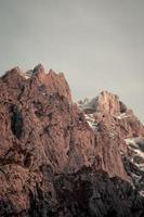 montagnes roses massives dans les asturies