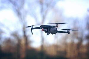 drone volant le soir