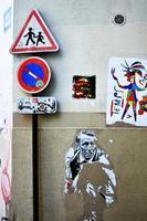 Montmartre, France, 2020 - art de rue sur un mur photo