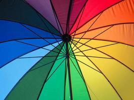parapluie de plage arc-en-ciel