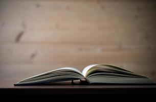 gros plan, de, a, livre ouvert, sur, a, table bois