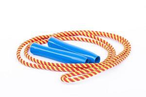 corde à sauter isolé sur fond blanc photo