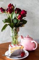 gâteau au thé et fleurs