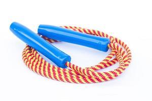 corde à sauter sur fond blanc photo
