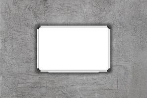 tableau blanc sur fond gris photo