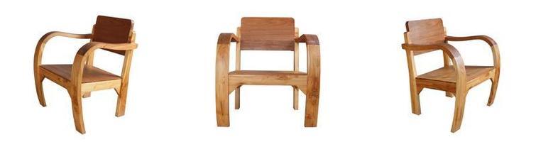 chaises en bois isolés sur fond blanc photo