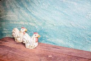 deux poulets en céramique