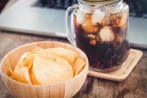 chips de pomme de terre au cola glacé