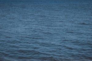 vagues calmes de l'océan photo