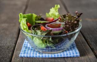 saladier de légumes frais