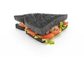 sandwich au thon et au charbon