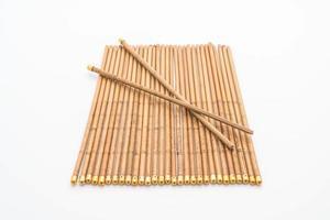 Baguettes en bambou sur fond blanc photo