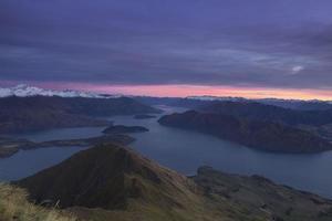 Chaîne de montagnes de la Nouvelle-Zélande au coucher du soleil