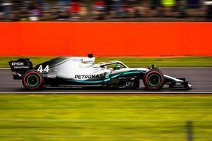voiture de course Petronas